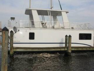 Beautiful Floating Condo Between Canton and Fells - Baltimore vacation rentals