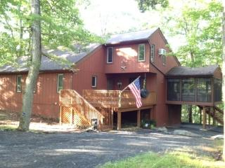 Cozy Spacious Mountain House 3 Bed 2 Bath Sleeps 9 - Bushkill vacation rentals