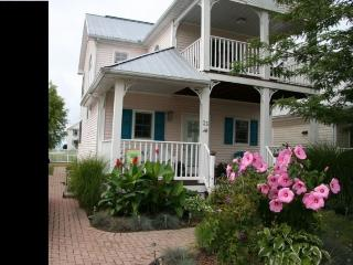 Immaculate Cottage in Crystal Beach Tennis & Yacht - Crystal Beach vacation rentals