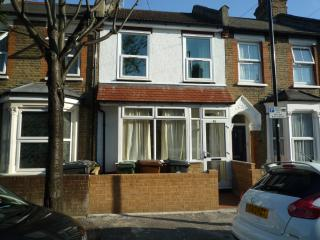 3 Bedroom house / 2 Bathrooms  20 min. City Centre - London vacation rentals