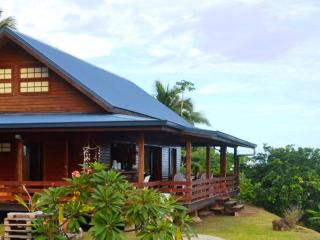 House Horue - Moorea - mountain side wooden house - French Polynesia vacation rentals