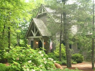 Mountain vacation home rental in Cotswolds, Highlands, NC. Open plan ideal for families and groups - Blue Ridge Mountains vacation rentals