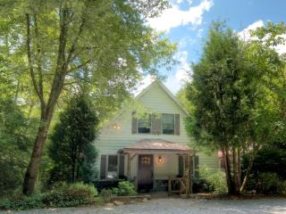 3 bed stunning vacation rental in Highlands, NC. Town center. Walking distance to shops and restaurants - Highlands vacation rentals
