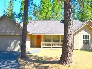 Relax In Your Private Hot Tub, Bikes, Free & Discounted SHARC Passes - Sunriver vacation rentals
