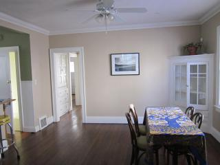 Rex1: Temporary / Furnished apartments near Cleveland Clinic, University Hospitals and University Circle - Ohio vacation rentals