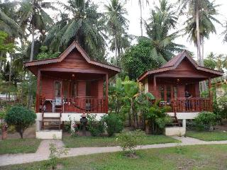Guest house bunglows for all travellers. - Koh Phangan vacation rentals