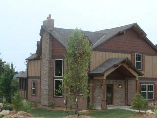 Modern Lodge Minutes From Branson And Less Than 1/4 To Table Rock Lake - Table Rock Lake vacation rentals