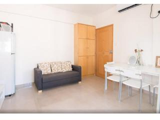 ✔ Charming 2 Bedroom Apt DOWNTOWN 2 Min to MTR - Hong Kong Region vacation rentals