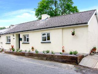 BANC BACH, detached cottage, pet-friendly, enclosed garden, in Cilcennin, Ref 914286 - Ceredigion vacation rentals
