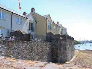 HERON, en-suite facilities, WiFi, terrace with furniture, bike/ kayak storage, direct access to beach, Ref 914769 - Milford Haven vacation rentals