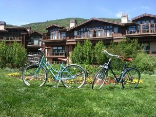 One of the finest vacation condos at Manor Vail Lodge. Stay with us this Fall, book now through Sept 21 and save up to 30%. - Vail vacation rentals