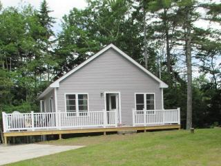 WHITELY'S WHARF | BARTER'S ISLAND | LEWIS COVE | BEAUTIFUL WATER VIEWS | OPEN WRAP-AROUND DECK - Boothbay Harbor vacation rentals