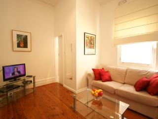 Classic 1 Bedroom Apartment in Bellevue Hill BH3 - Sydney vacation rentals
