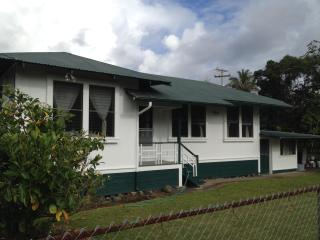 Puakenikeni Lei House - Hilo District vacation rentals