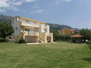 Comfortable apartment with a spacious quiet garden - Kastel Sucurac vacation rentals