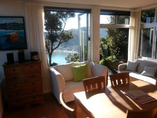 The Gum Tree Cottage York Bay Eastbourne Wellington - New Zealand vacation rentals