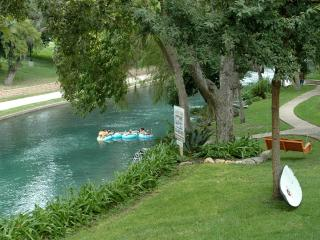 Stay on the Comal River! - New Braunfels vacation rentals