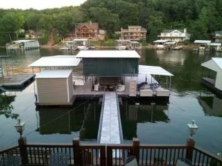 4 Bedroom -Lake Front -12'x28' boat slip -No Wake - Missouri vacation rentals