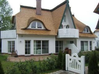 Vacation Apartment in Zingst - 753 sqft, house next to Baltic Sea, sauna (# 2624) - Mecklenburg-West Pomerania vacation rentals