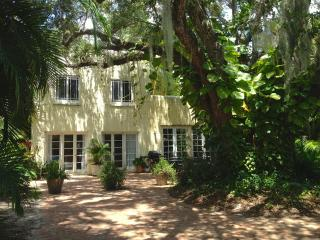 Secluded and Verdant Live Oak Cottage - Lake Worth vacation rentals