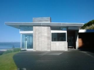 Minimalist Taupo Retreat - Taupo vacation rentals