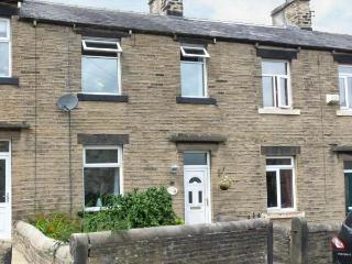 SPINNERS NEST, stone-built cottage, walks from door, close to town amenities, in Skipton, Ref. 25565 - Skipton vacation rentals