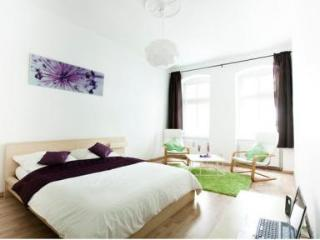 Chic apartment in the heart of Prenzlauer Berg! - Berlin vacation rentals