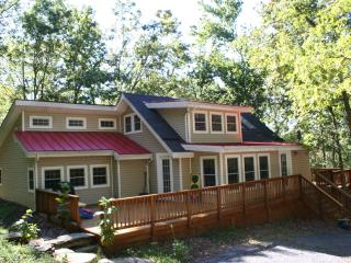 Hip Cottage near Shenandoah River...Dog Friendly! - Front Royal vacation rentals