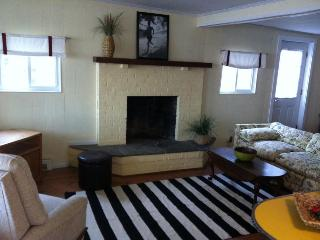 Charming Narragansett Waterfront Vacation Cottage! - Narragansett vacation rentals