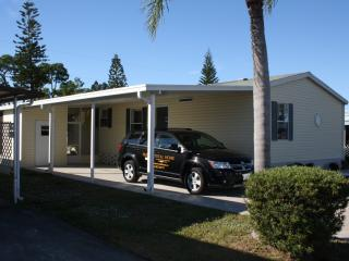 Florida New, Large, 3 Bed rm, Steps to Pool, Gated - North Fort Myers vacation rentals