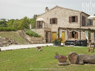 Laurora 8+2 - Montelparo vacation rentals