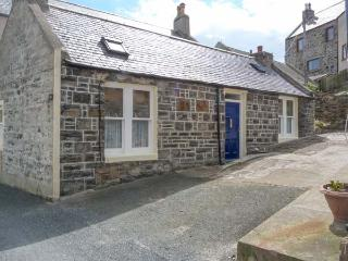 SHORE COTTAGE, ground floor, feature beamed ceiling, close to harbour, in Whitehills, Ref 914561 - Aberdeenshire vacation rentals