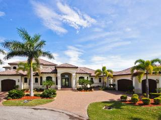 4 bedroom luxury villa. Heated pool and spa. - Cape Coral vacation rentals