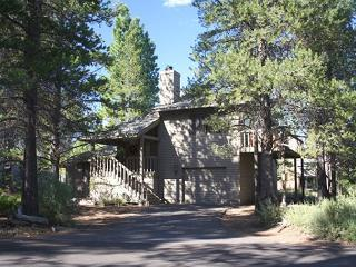 Close to Fort Rock Park, Fully Stocked Kitchen - Sunriver vacation rentals