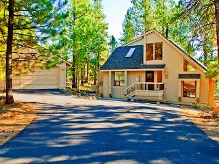 Getaway to #Sunriver, Private Hot Tub, Gas Wood Stove - Sunriver vacation rentals