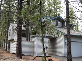 Close to Fort Rock Park, Pet Friendly, Private Hot Tub - Sunriver vacation rentals
