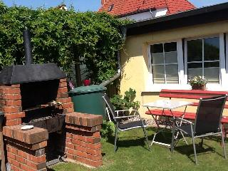 Vacation Bungalow in Stralsund - tranquil, ideal, near the beach (# 3858) - Mecklenburg-West Pomerania vacation rentals