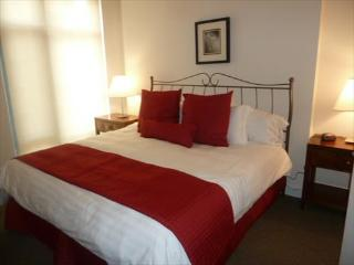 Lux 2BR by Metro, 2 rooftop pools - Washington DC vacation rentals