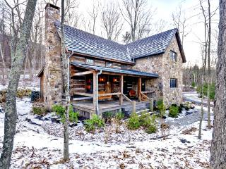 Shepherd's Cottage - Beautiful pet friendly log cabin situated in the Sheep Meadow neighborhood of Homestead Preserve - Hot Springs vacation rentals