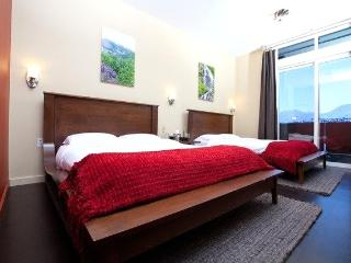 Glacier View Rooms within Tsaina Lodge with either 1 or 2 queen beds. Patio overlooking Worthington Glacier - Port Heiden vacation rentals
