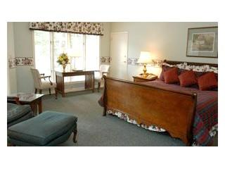 Lower Hillmont - Situated a few steps from The Greystone Inn this guest room boasts spacious living and views of Lake Toxaway - Image 1 - Lake Toxaway - rentals