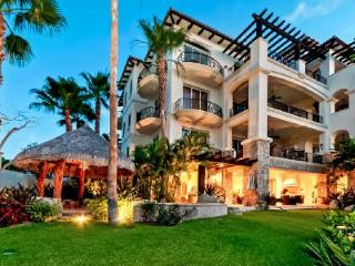 Encanto boasts lush grounds with jacuzzi & tennis, ensuites, near spa - Cabo San Lucas vacation rentals