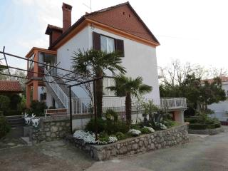 Apartment Kata-Two-bedroom apartment with a terrace and a garden - Novalja vacation rentals