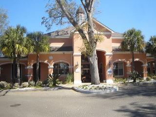 Beautifully furnished 2-Br / 2-Ba Ground Flr Condo, King/Queen, 1-car garage - Mississippi vacation rentals