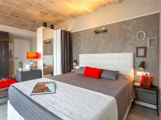 Penthouse Vintage Suites with Terrace 5.4 -10% OFF LAUNCH PROMO - Barcelona vacation rentals