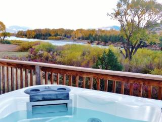 Yellowstone Vacation Home on River--HOT TUB, WIFI - Pray vacation rentals