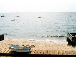 East End 2 BR w/ Path to Beach & Pet Poss w/ yard - Saunderstown vacation rentals