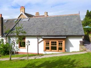 PLUM TREE COTTAGE, semi-detached, pet-friendly, enclosed garden, near Castleton, Ref 914908 - Castleton vacation rentals