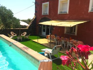 Quaint red brick Provencal farmhouse in the Roque Haute area, with pool and large, tree filled garde - Portiragnes vacation rentals