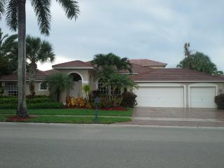 Golf/Pool Mansion in Weston Hills Country Club Floria - Weston vacation rentals